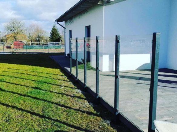 Terrassenumrandung mit Glas